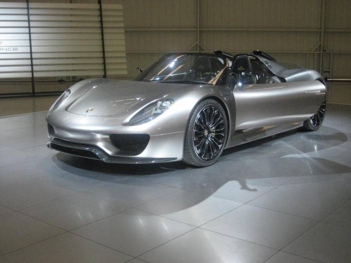 2011 Porsche 918 Spyder Concept Photos
