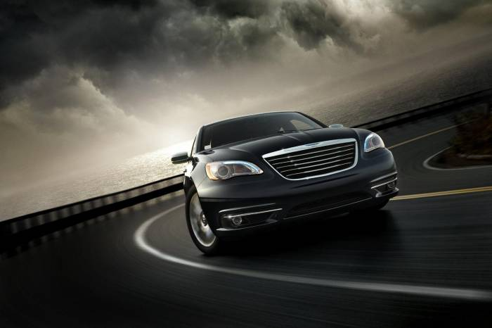 2011 Chrysler 200 Photos