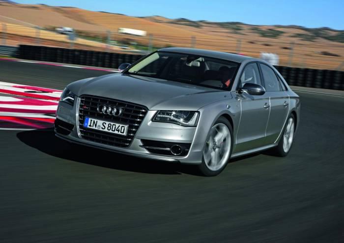 2012 Audi S8 Photos
