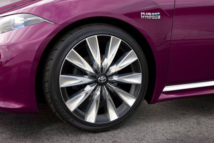 2012 Toyota NS4 Plug-in Hybrid Concept Photos