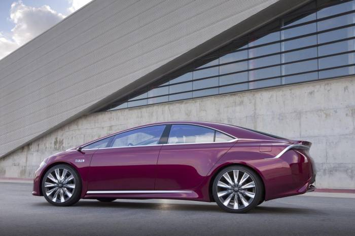 2013 Toyota NS4 Plug-in Hybrid Concept Photos